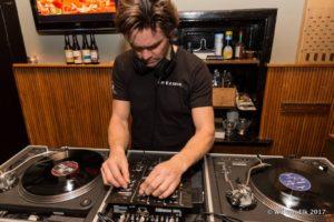 Vrijmibo Chris draait vinyl @ De Gouwe | Oegstgeest | Zuid-Holland | Nederland